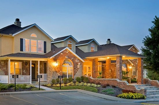 Plaza at Overland Park Townhomes | 2 and 3 Bedrooms