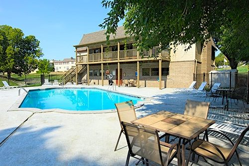 Overland Park Townhomes for Rent, Pool, Clubhouse, Pets OK